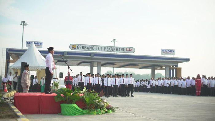Hutama Karya – PTPN V – PNM Rayakan HUT Republik Indonesia di Gerbang Tol Pekanbaru – PT ...